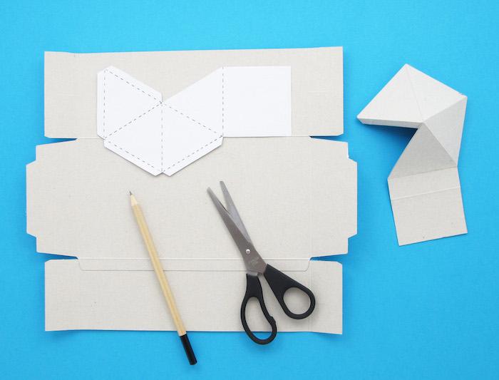 Wonderbaar Creatieve muurdecoraties knutselen met karton en papier - Edet VA-59
